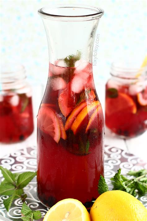 Homemade Red Iced Tea with mint | Foxy Folksy