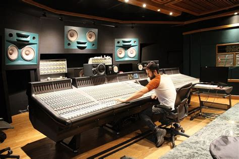 The Difference Between Mixing and Mastering - Produce Like