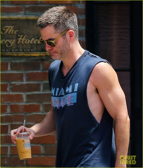 Chris Pine Puts His Steve Trevor Muscles on Display in NYC
