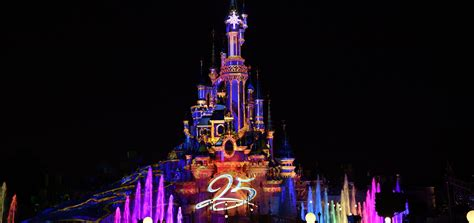 Disney Illuminations: Good but not great   DLP Town Square
